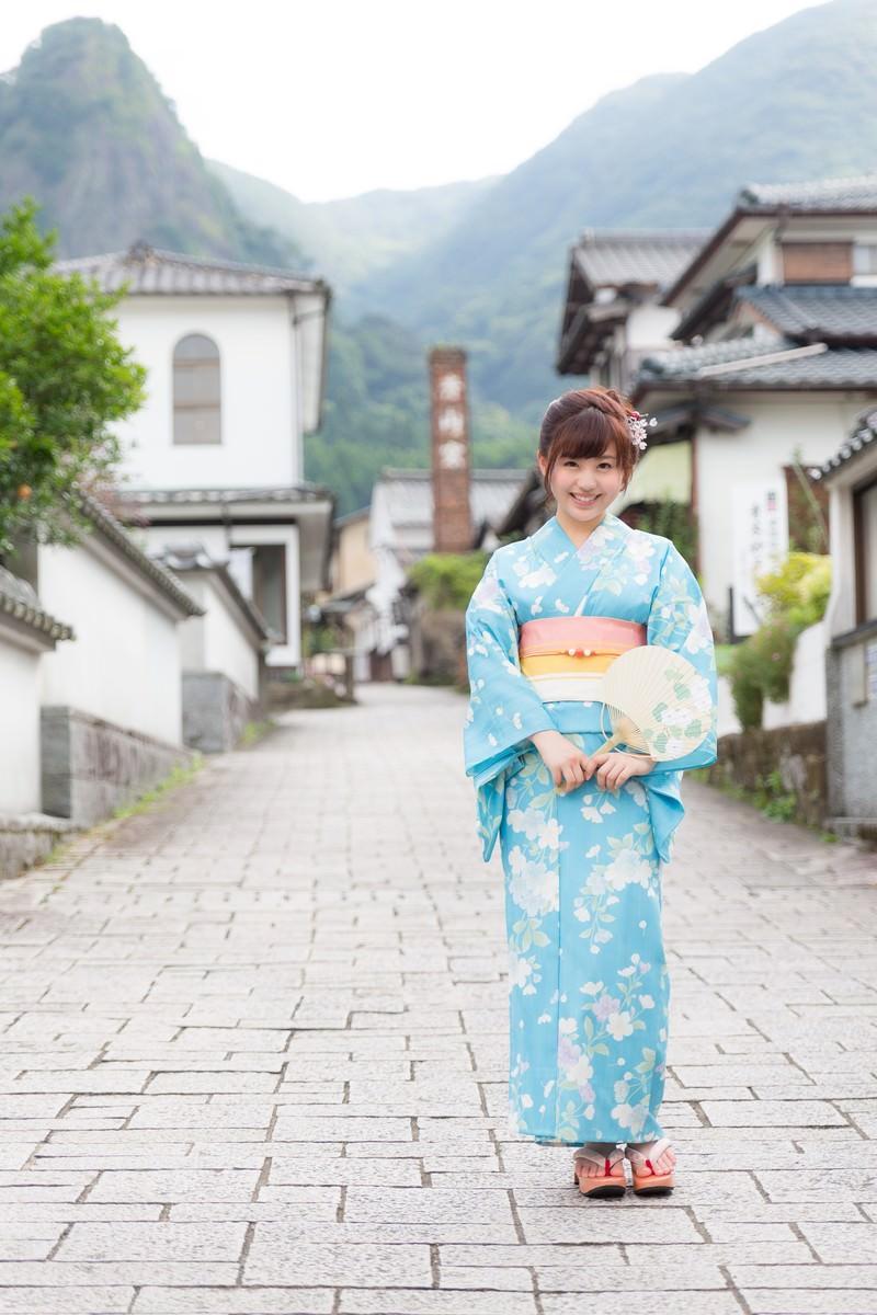 「伊万里市大川内山と浴衣美女」の写真[モデル:河村友歌]