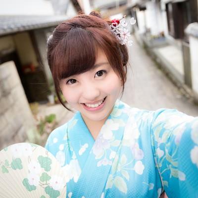 「伊万里市大川内山で自撮り(浴衣女子)」の写真素材