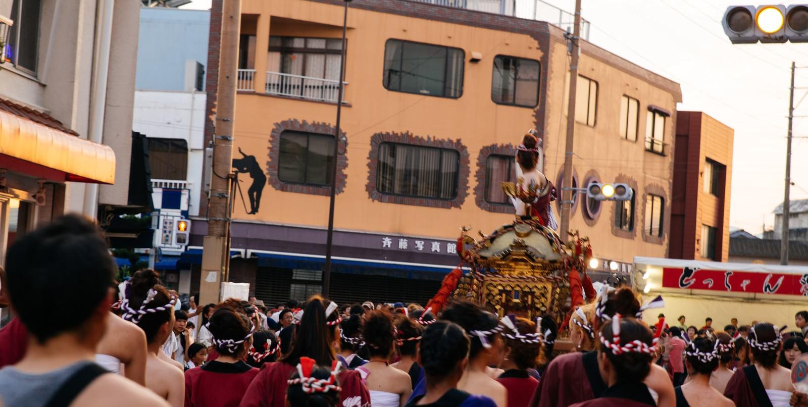 「どっちゃん祭りの人混み」の写真