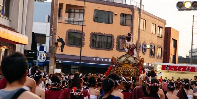 どっちゃん祭りの人混みの写真