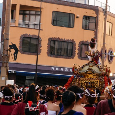 「どっちゃん祭りの人混み」の写真素材