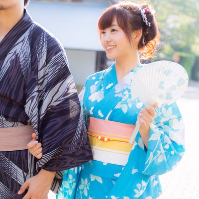 「笑顔が溢れる浴衣デート(恋人)」の写真素材