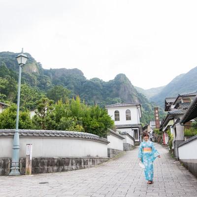 「秘窯の里、伊万里大川内山と浴衣女子」の写真素材