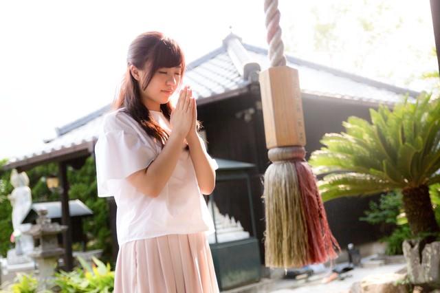 「伊万里市本光寺で参拝」のフリー写真素材