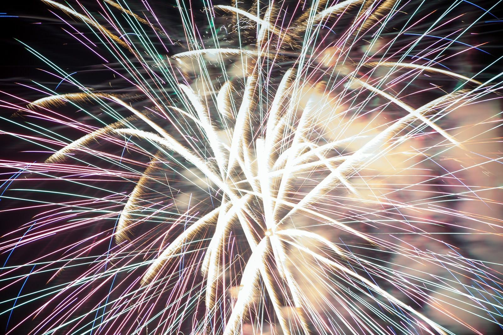 「花火大会の豪華なフィナーレ」の写真