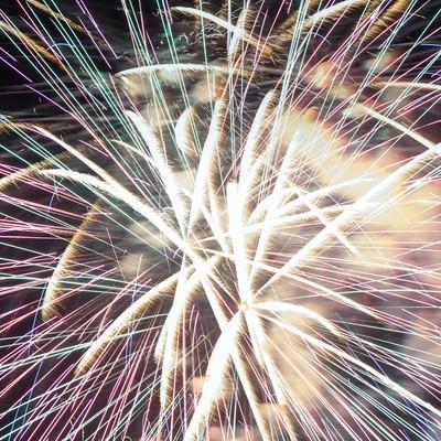 「花火大会の豪華なフィナーレ」の写真素材