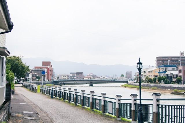 伊万里市まちなか一番館裏の伊万里川の写真