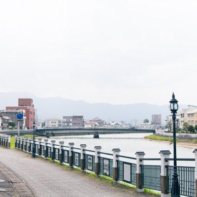 「伊万里市まちなか一番館裏の伊万里川」の写真素材