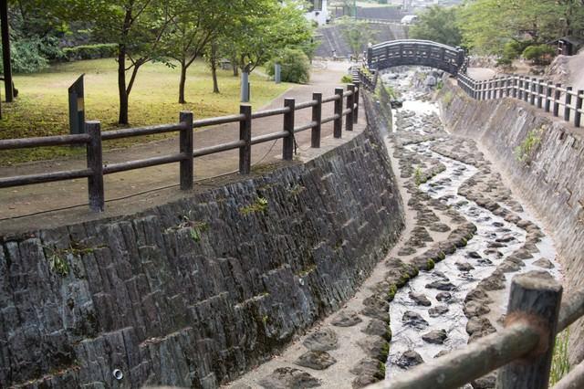 佐賀県伊万里市の大川内山の側を流れる伊万里川の写真