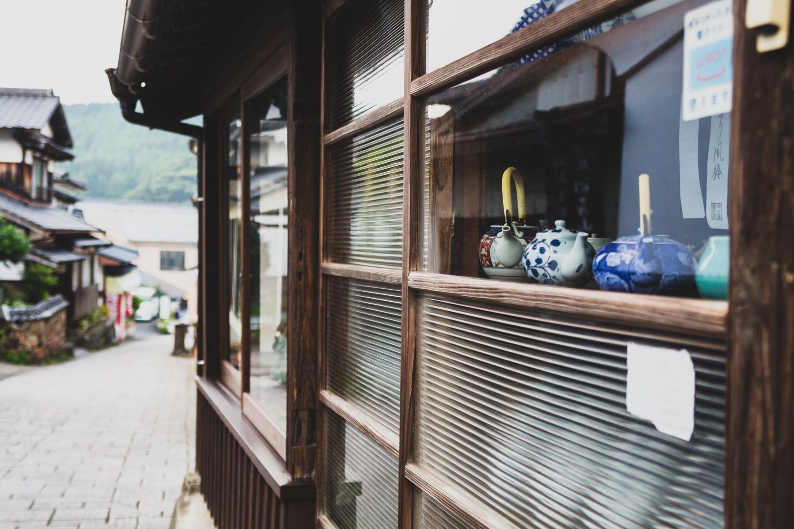 「秘窯の里「大川内山」のお店秘窯の里「大川内山」のお店」のフリー写真素材を拡大