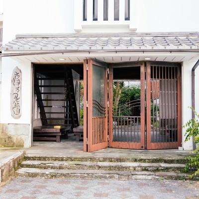 「古伊万里公園入口(錆びた扉)」の写真素材