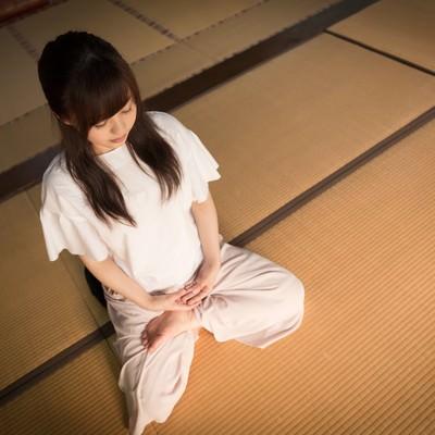 「座禅をすることで色々な思考が頭を駆け巡る(伊万里市本光寺)」の写真素材