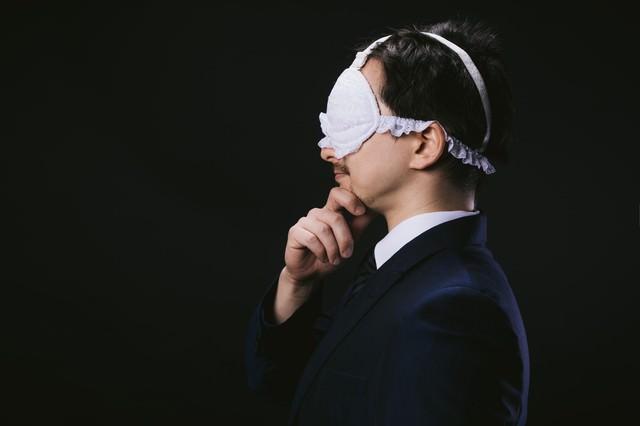妄想具現化アイマスクを着用するドイツ人ハーフ