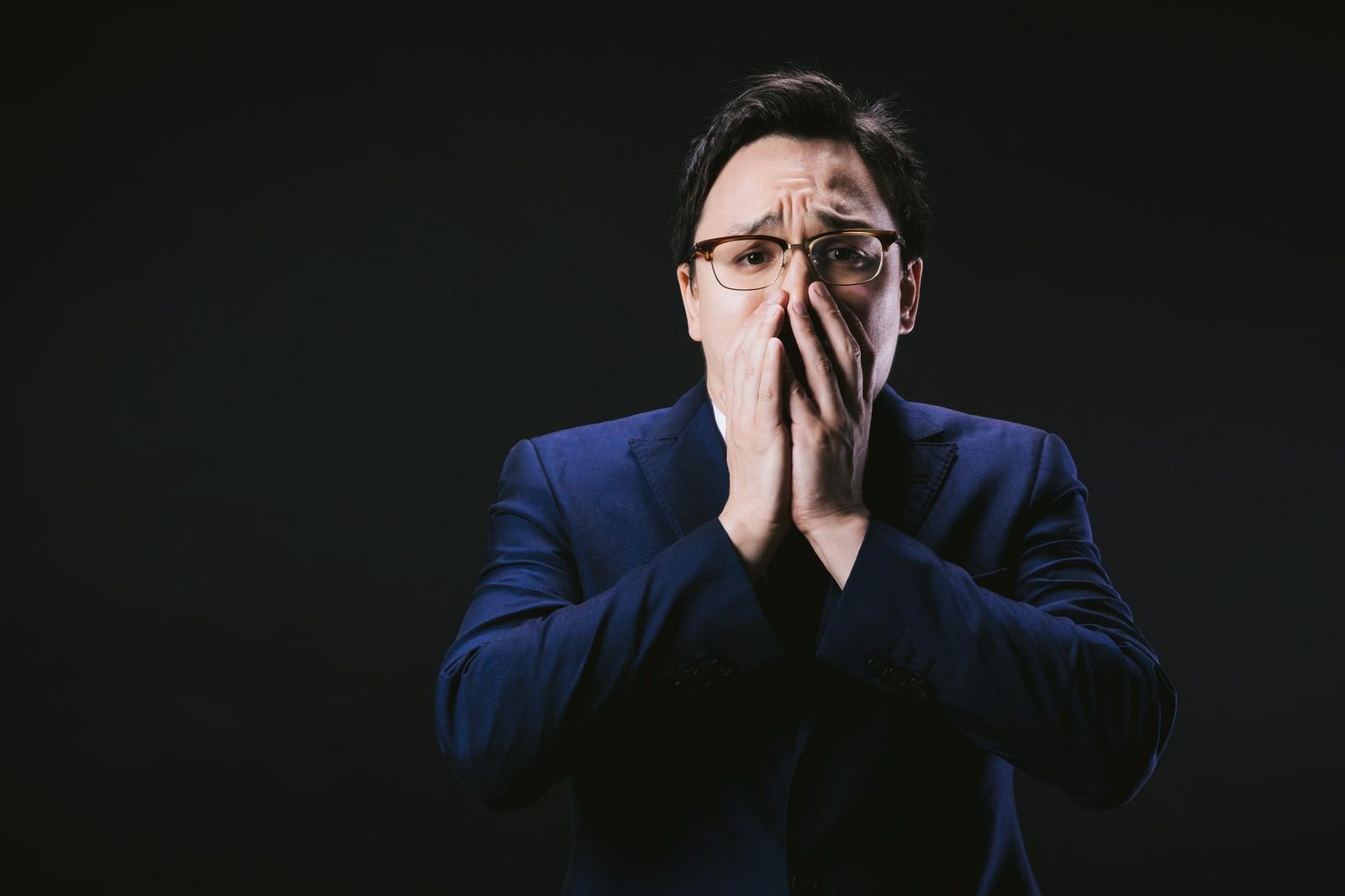 「口を抑えて絶望するドイツ人ハーフ」[モデル:Max_Ezaki]