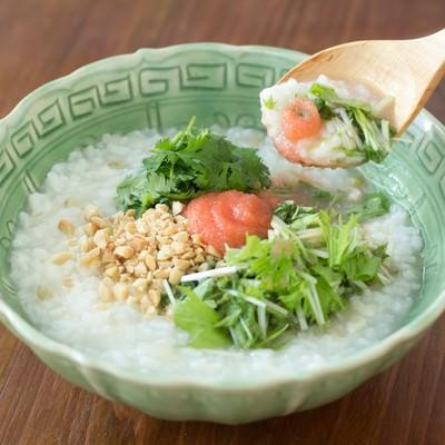 「あとを引く美味しさ!水菜と明太子の「香港がゆ」」の写真素材