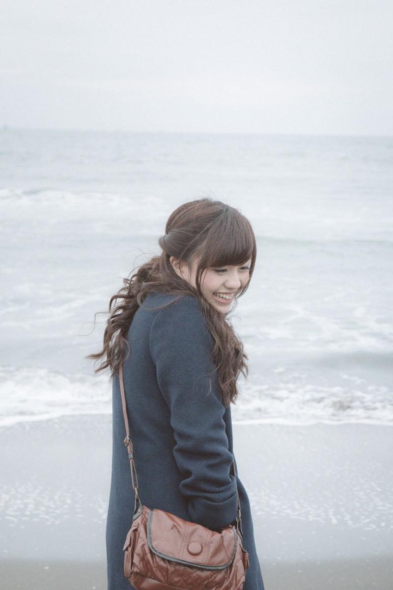 「「冬の海も楽しいね!」」の写真[モデル:河村友歌]