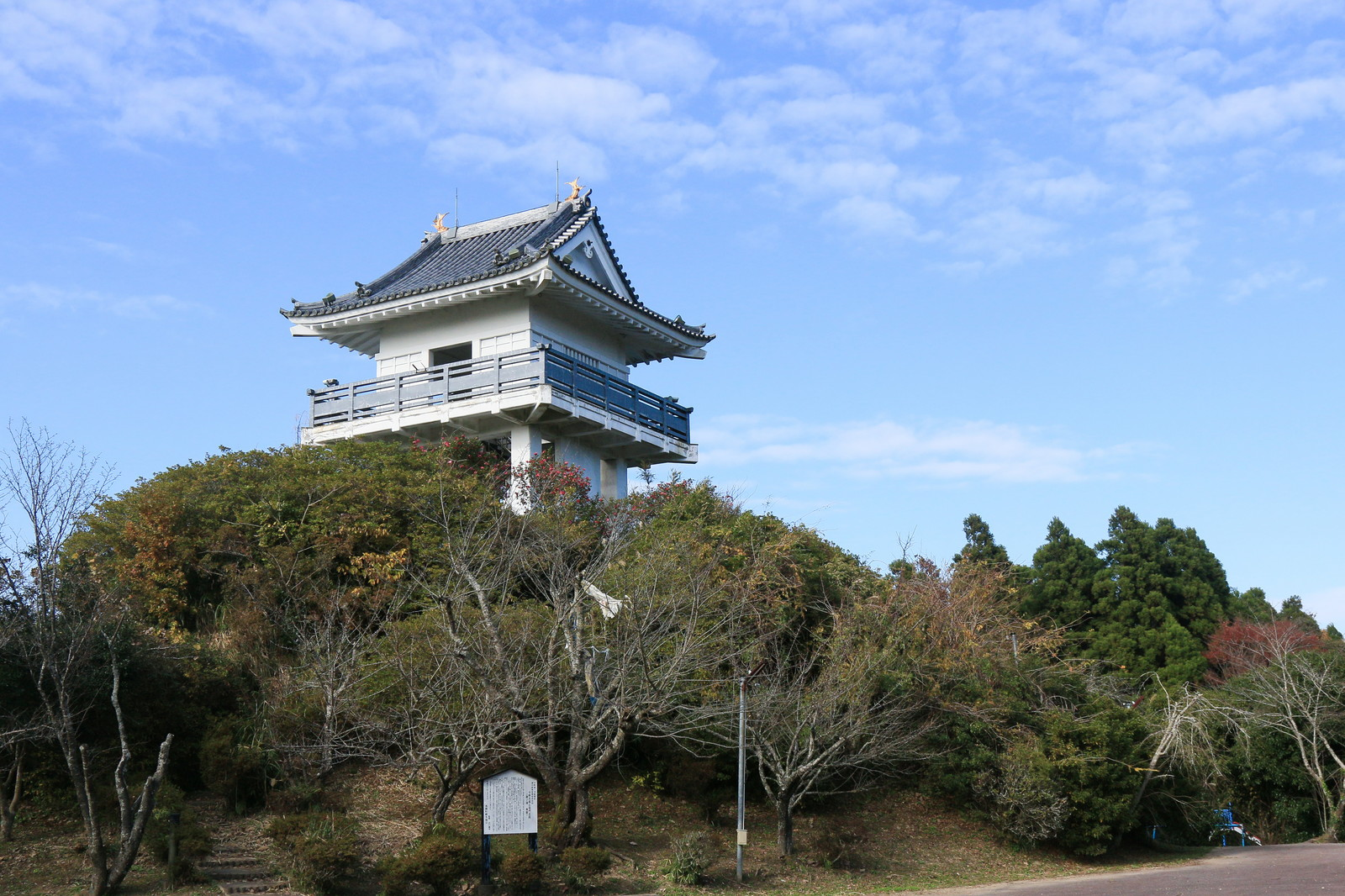「万木城跡公園の展望台」の写真