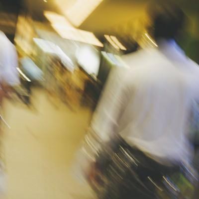 「帰宅する人々」の写真素材