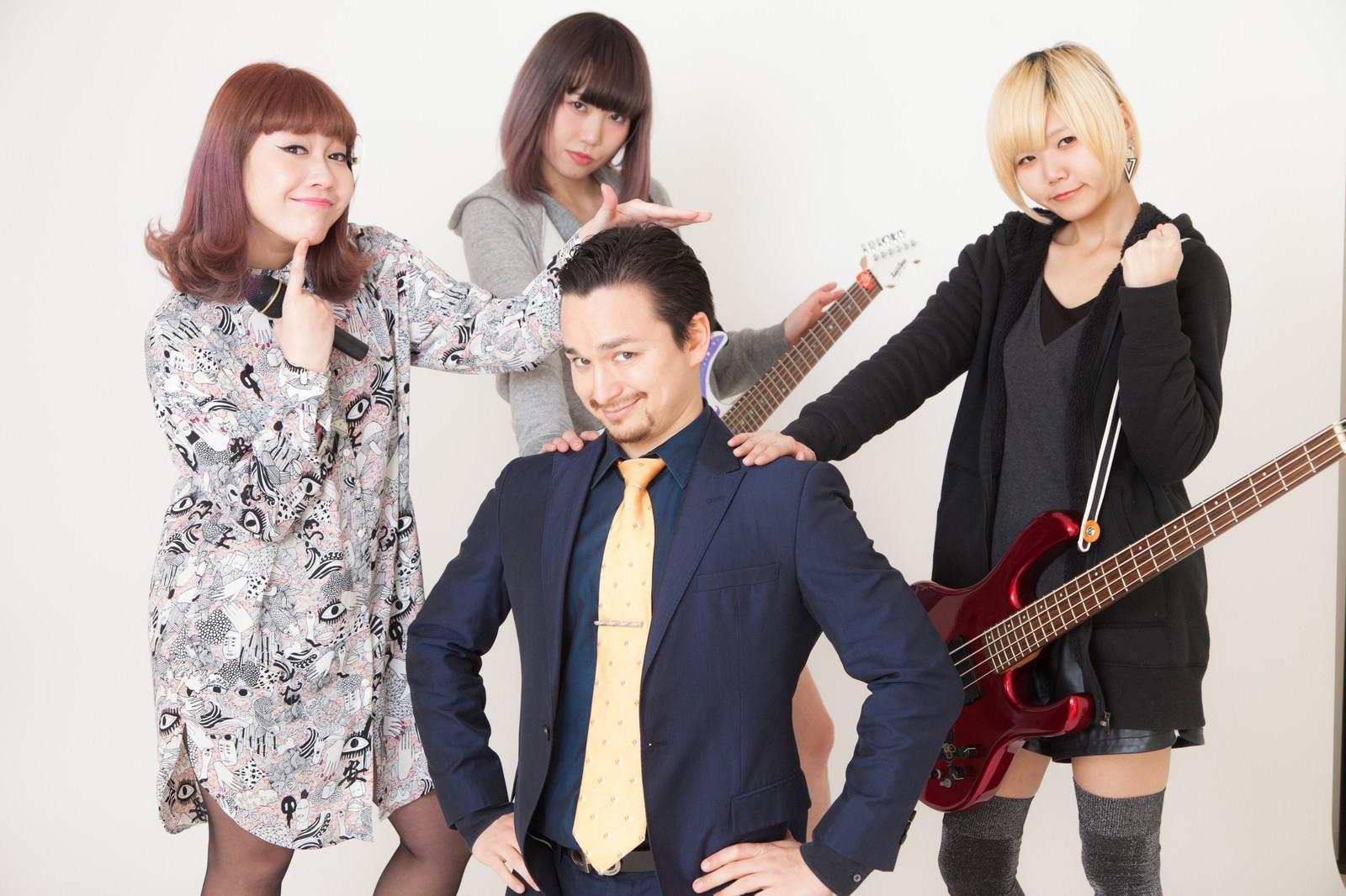 「レーベルに所属してマネージャーがついたガールズバンド」の写真[モデル:IRISMONDE Max_Ezaki]