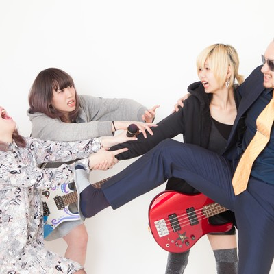 「バンドの引き抜き合戦」の写真素材