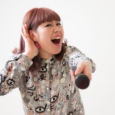 「客を煽る女性ボーカル」の写真素材