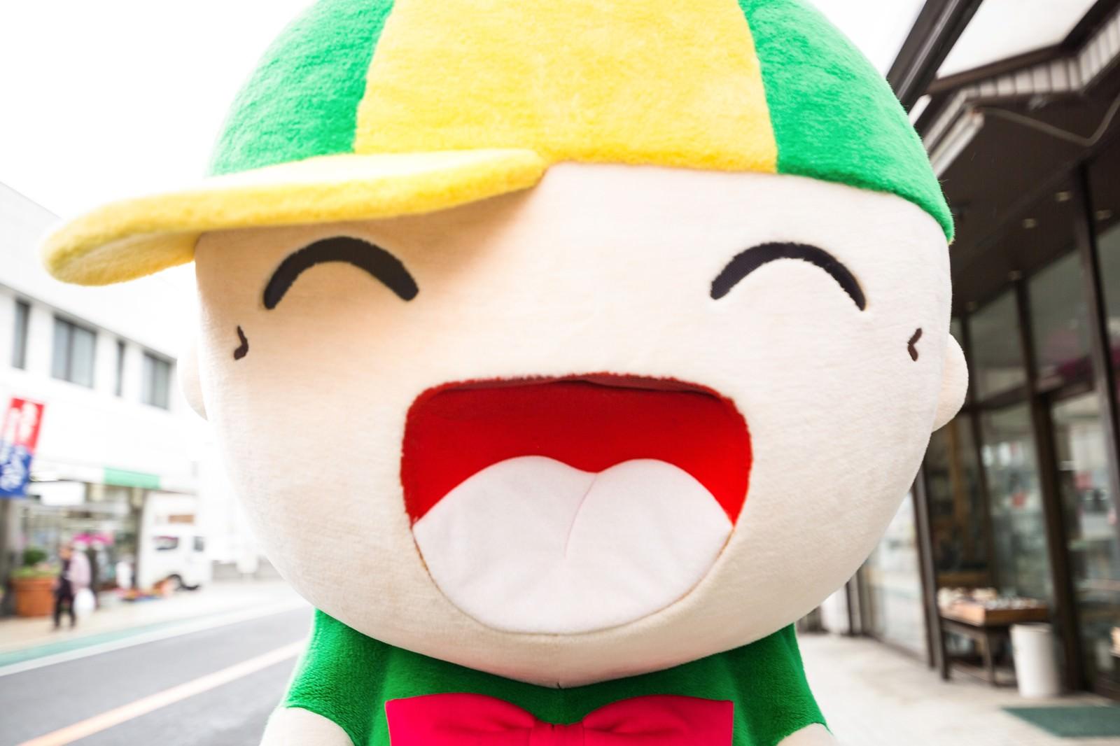 「商店街の人気者!ニコニコ笑顔のマスコット「ホットくん」」の写真[モデル:ホットくん]