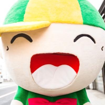 「商店街の人気者!ニコニコ笑顔のマスコット「ホットくん」」の写真素材