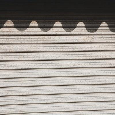 「波の影ができたシャッター」の写真素材