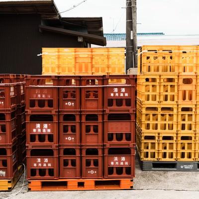 「積み上げられた日本酒ケース」の写真素材