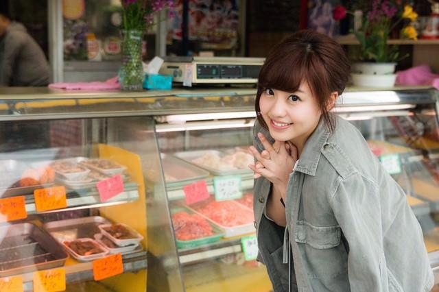 A5ランクの牛肉をおねだりする彼女の写真