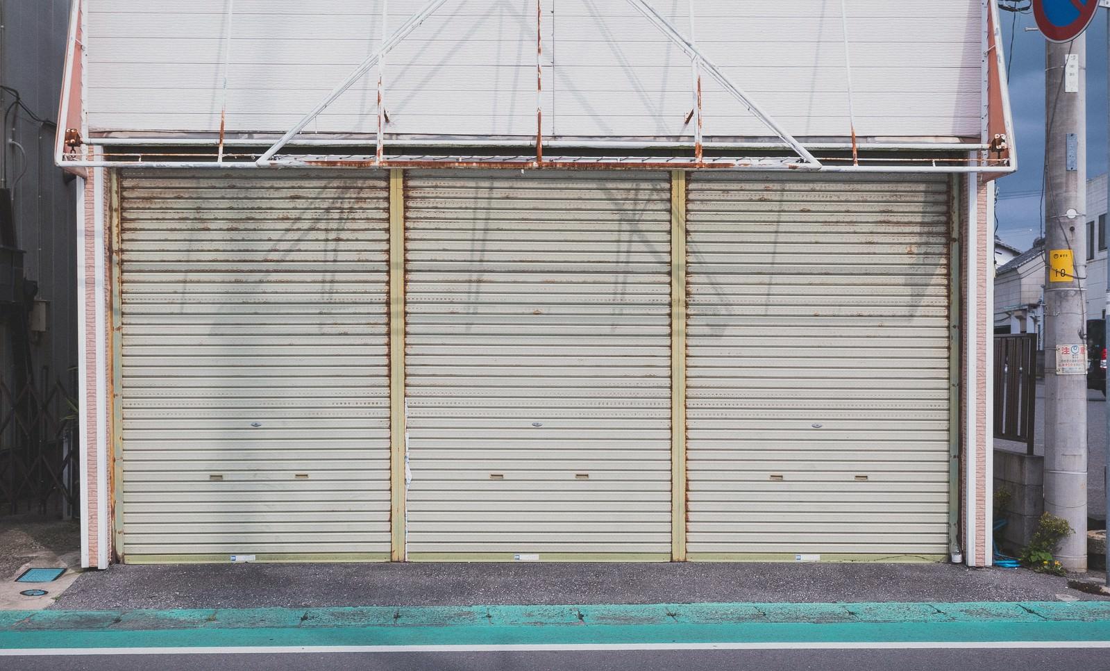 「お店のシャッターお店のシャッター」のフリー写真素材を拡大