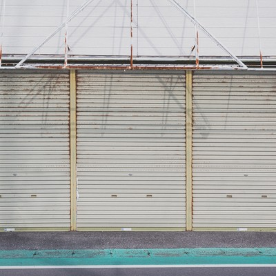「お店のシャッター」の写真素材