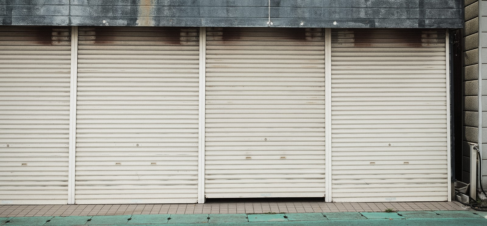 「商店のシャッター商店のシャッター」のフリー写真素材を拡大