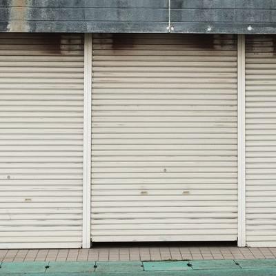「商店のシャッター」の写真素材