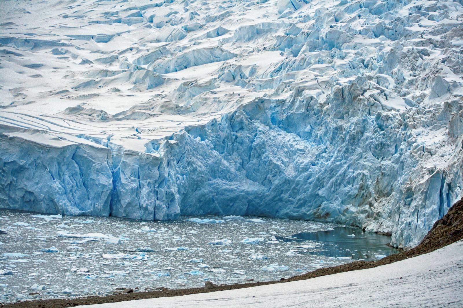 「ニコハーバーの巨大氷河ニコハーバーの巨大氷河」のフリー写真素材を拡大