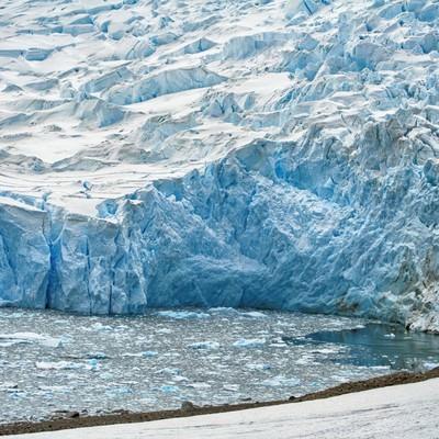 「ニコハーバーの巨大氷河」の写真素材