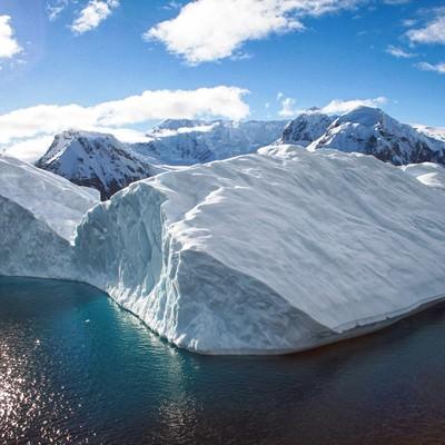 南極の氷の島の写真