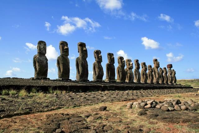 イースター島のモアイ像の写真