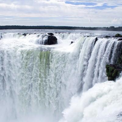 ブラジルの「イグアスの滝」の写真