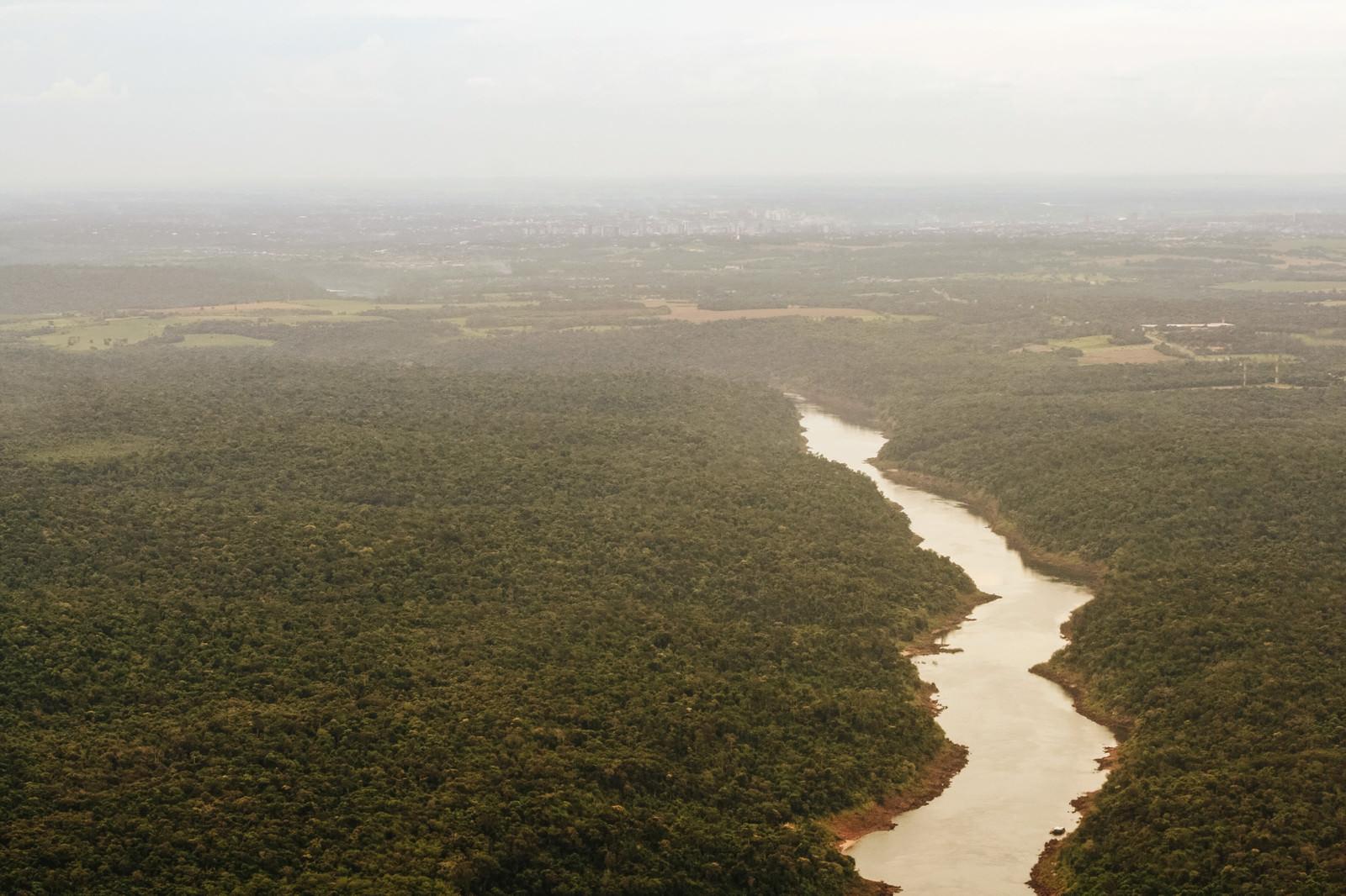 「イグアスの滝と樹海」の写真