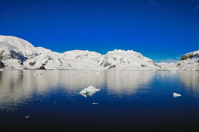 快晴の南極大陸の写真
