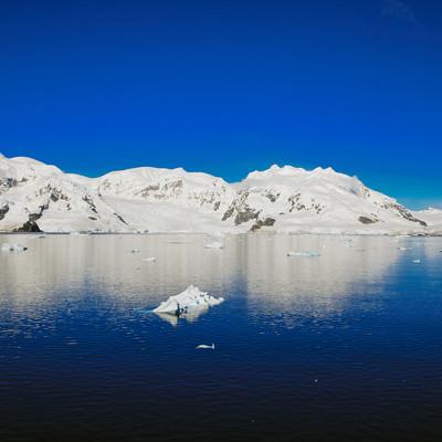 「快晴の南極大陸」の写真素材
