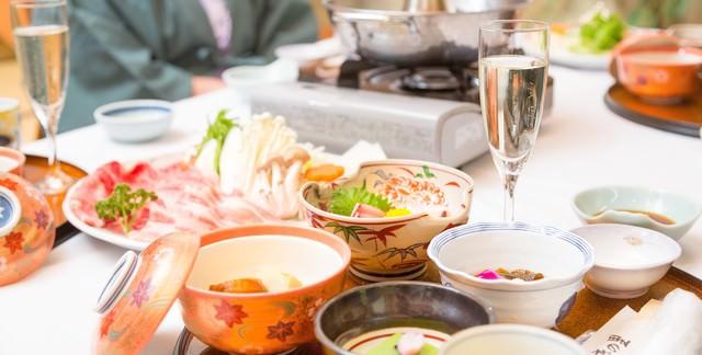 「温泉宿で食べるしゃぶしゃぶ」のフリー写真素材