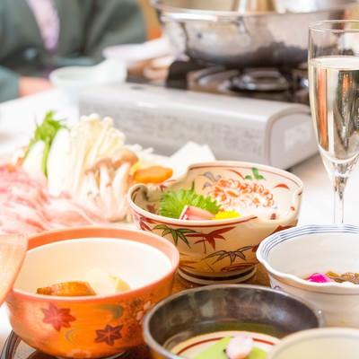 「温泉宿で食べるしゃぶしゃぶ」の写真素材