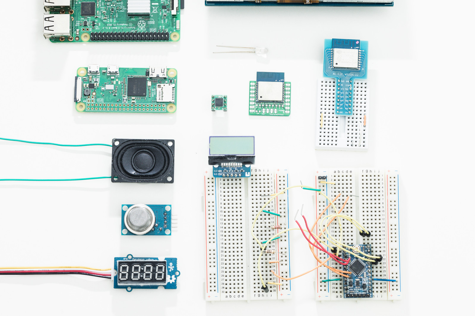 「RaspberryPiと電子工作部品」の写真