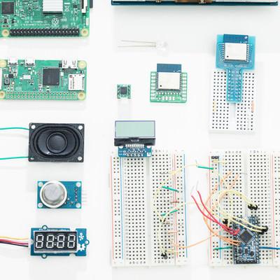 「RaspberryPiと電子工作部品」の写真素材
