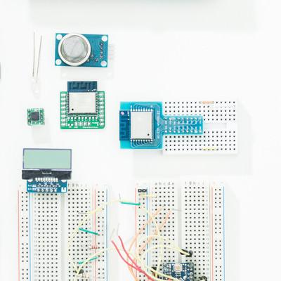 Raspberry Piなどの小型電子部品の写真