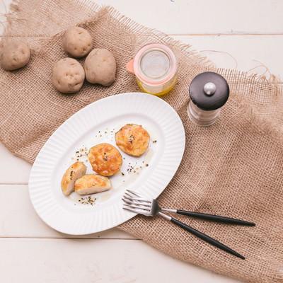 「じゃがいもを丸ごと使ったグラタン(料理レシピ)」の写真素材