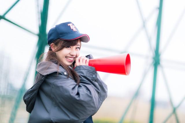 笑顔で僕を励ましてくれる女子マネージャーの写真