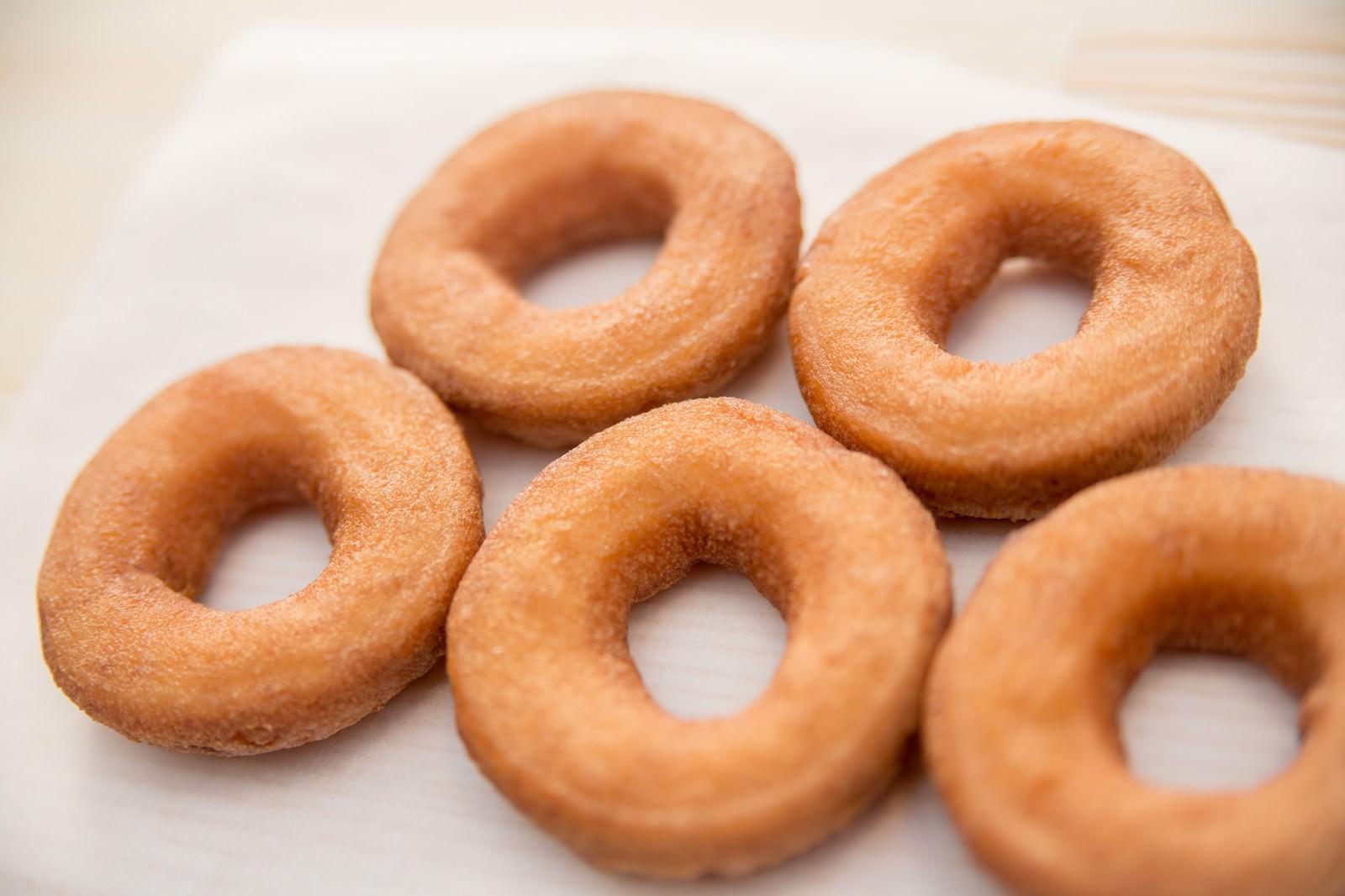 出来上がったドーナツのフリー素材